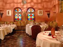 חלל המסעדה מעוצב כמו ארמון מן האגדות