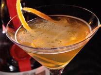 בר עם מגוון רחב של אלכוהול