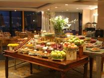 הבופה העשיר של מסעדת כנען במלון שרתון מוריה
