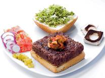 ההמבורגר של בר-גיורא פשוט מצוין....