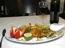 דגים מפולטים ומטוגנים במסעדת אהבת הים