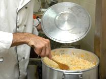 למד לבשל מסבתא, ונעזר בדודות ובדמיון הפרוע
