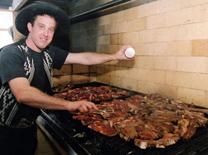 מסעדת מורגנפלד סטייק האוס: בעלים ארגנטינאי