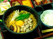 יקינטון נודלס בר: ראשונות, מרקים, נודלס, אורז וקינוחים