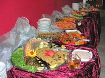 מגיע עם תפאורה פרסית המשתלבת באירוע
