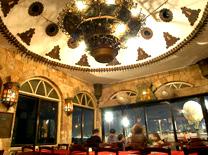 מסעדת אלדין: מבנה אבן עתיק ומרשים