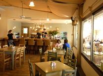 מונטיליו: קפה מסעדה חלבי