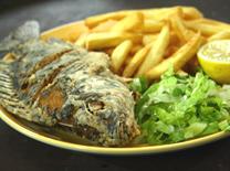 מסעדה המגישה דגים ופירות ים
