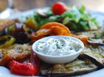 שפית ארגנטינאית מכינה אוכל איטלקי