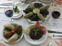 מבחר של סלטים במסעדת הר מירון