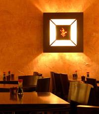 מסעדה מעוצבת בסגנון יפני-מינימליסטי מוקפד מאוד
