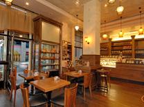 בית קפה הממוקם באחד הבניינים היפים בעיר