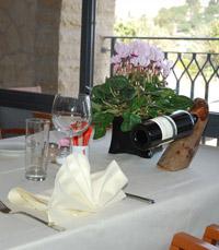 מסעדה בימין משה בירושלים, מתחת לתחנת הרוח