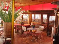 מסעדה עם תפריט בסגנון ביתי, מגוון, עם מימד כפרי