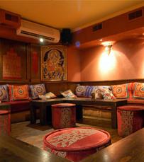 מסעדה המציעה מגוון של מטעמים הודיים
