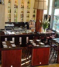 בית קפה ומסעדה בטיילת של תל אביב. קפה מצדה