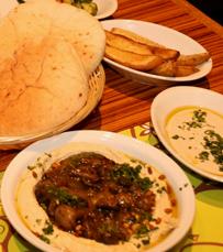 חומוס עם בשר כבש, אנטרקוט ועוד במסעדת קומפלט