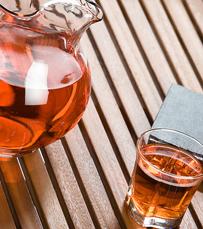 מומלץ לשתות תה ירוק - מכיל שליש מכמות הקפאין