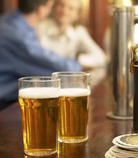 בירה היא לא סתם משקה – היא תופעה חברתית
