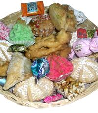אוזני המן בטעמים שוקולד, פרג, תמרים, אגוזים או חלבה