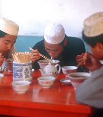 בתפריט: אטריות אורז עם בקר פריך ופסטה מלפידינה