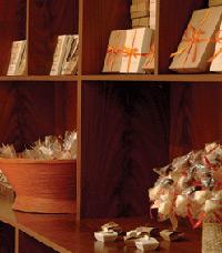 חלל נעים משמש כחנות שוקולד קסומה ומלאת אוצרות