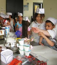 הילדים היו נלהבים ושתפו פעולה. סדנת בישול לילדים