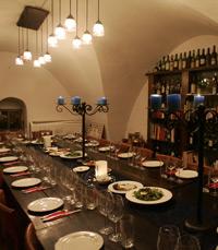 תפריט עשיר ומשובח, והתאמת יינות למנות הייחודיות