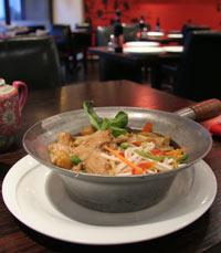 נגיעות מהמטבח היפני והתאילנדי.