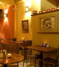 קפה-בר-מסעדה המציג סטנדרטים קולינאריים גבוהים