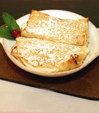 בלינצ'ס גבינה עשיר, מנוקד בצימוקים...
