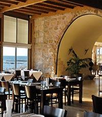 ארוחה רומנטית מגוונת וטעימה, בין עתיקות קיסריה