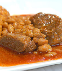 הנכד מבשל מנות בשרים ומנות טריפוליטאיות אותנטיות