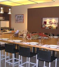 חנות לכלי מטבח ומוצרי בישול, וחדר סדנאות