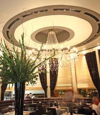 """""""בר המסעדה הזכיר לי את ארמון המלך ברבאט..."""""""