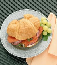 סנדוויצ'ים טריים וטעימים, וסלטים מסוגים שונים