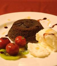 מבחר קינוחים: קרם בורלה, פנקוטה, פאדג' ועוד