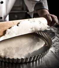אפיית עוגות ומאפים