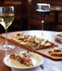 מנה עיקרית לבחירה: סלט/ פסטה או פיצה