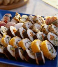 סושי יפני במילוי ירקות ודגים