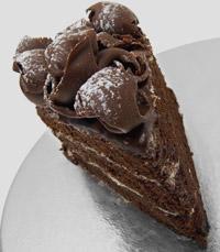 עוגת פירמידה של שוקולד ואגוזים