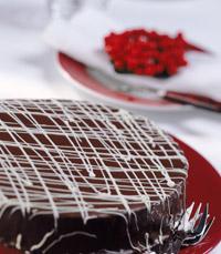 עוגה חגיגית עם ציפוי שוקולד
