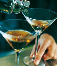 גביע עם משקה אלכוהולי