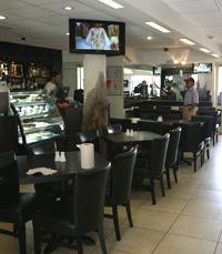 מסעדה ותיקה, השוכנת בחוף עין בוקק בים המלח