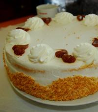 ניתן למצוא עוגיות, בורקסים, עוגות שמרים, עוגות גבינה