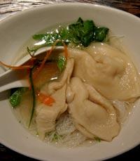המסעדה מעוצבת בסגנון סיני מסורתי