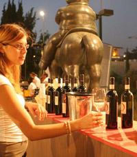 נפתח פסטיבל היין הירושלמי בחצר גן הפסלים