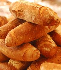 תהליך עשיית הלחם מלווה בעבודת כפיים
