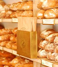 ניתן למצוא לחם שיפון, לחם חיטה מלאה, לחם צימוקים