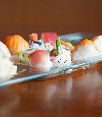 האוכל בשיטאקי עשוי ממגוון חומרי גלם טריים ואיכותיים